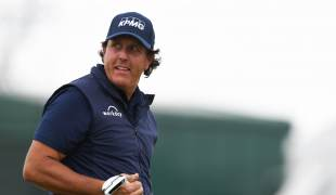 U.S. Open live: Fans serenade Phil Mickelson on… - news of today
